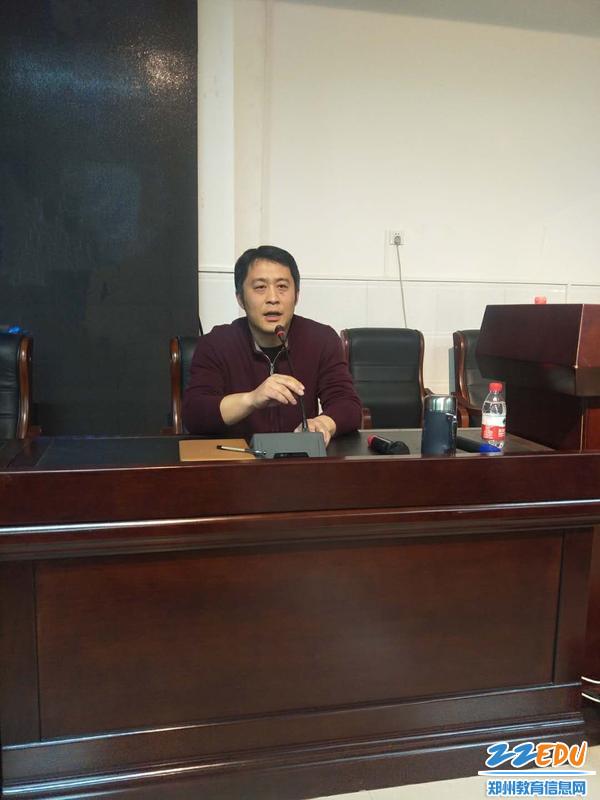 学生发展中心副主任张杨希望高三家长营造一个和谐的家庭氛围