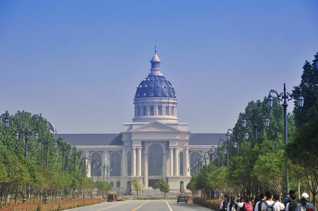 于4月28日开展校园外出采风写生活动,目的地是河南农业大学龙子湖校区
