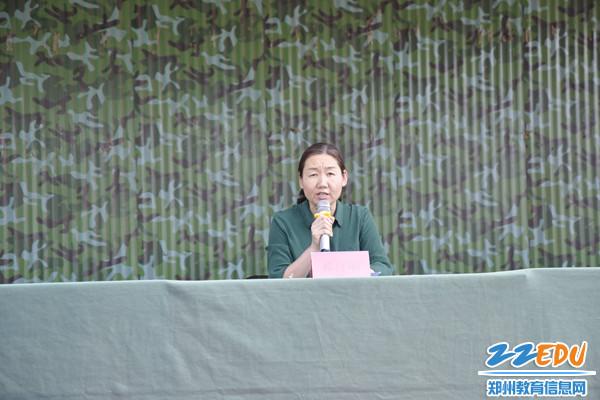 2教學校長蔡紅麗為同學們寄語