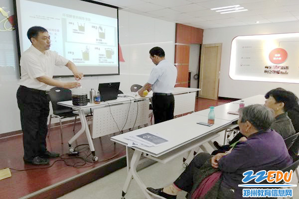 梅新建老师与社区居民互动交流