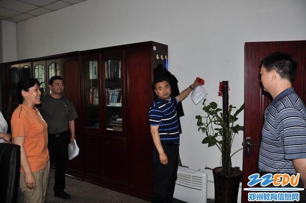 专家组现场测量办公用房面积_1024_680_70