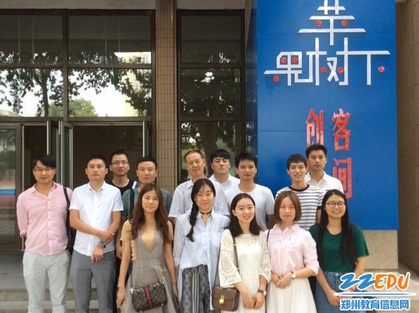 2010届毕业生回母校看望王老师