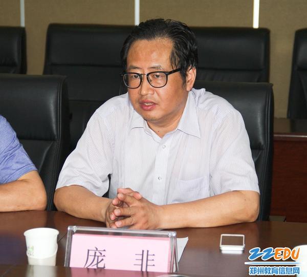 郑州八中党委书记庞非汇报工作