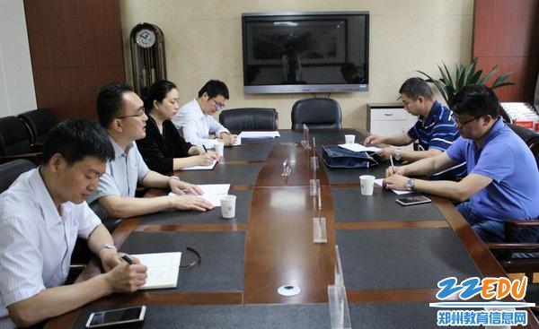 1郑州49中党支部书记常晋波进行关于落实中央八项规定的工作汇报