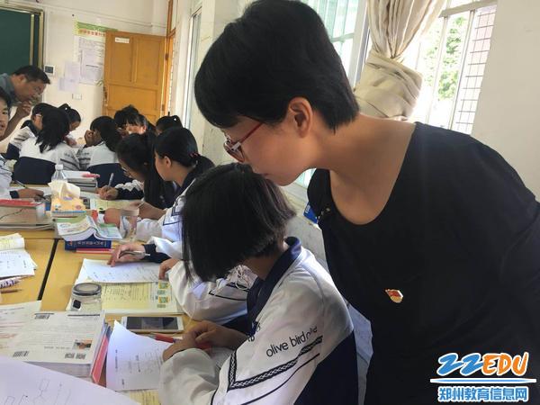 谢爱萍老师与学生