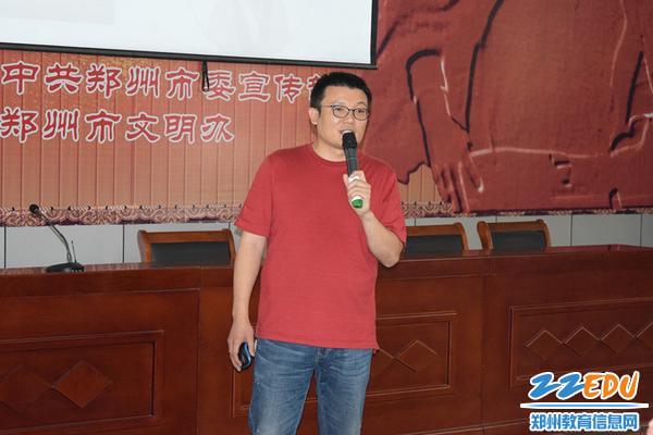 郑州三中花波老师为在场师生带来精彩的文化讲堂_副本