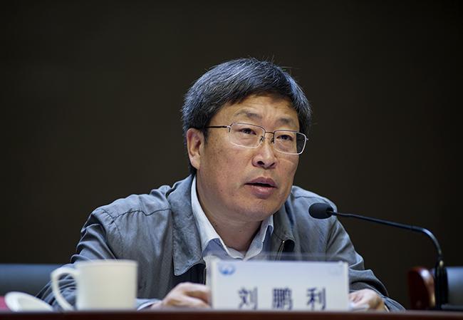 郑州市教育局党组副书记、常务副局长刘鹏利。