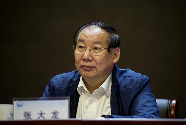 郑州市教育局党组成员、副局长张大龙。