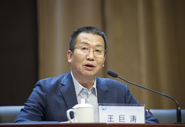 郑州市教育局党组成员、副调研员王巨涛。