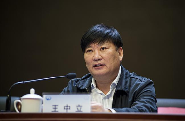 郑州市教育局党组书记、局长王中立。