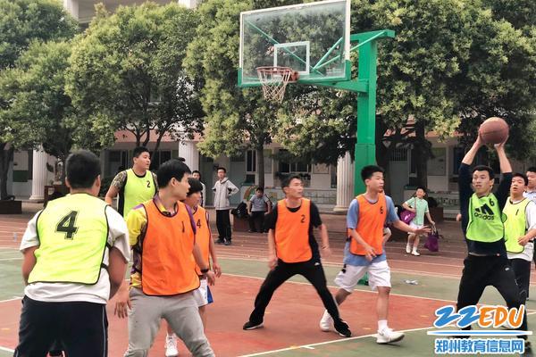 """郑州八中2019届""""活力青春""""篮球对抗赛为青春呐喊!"""