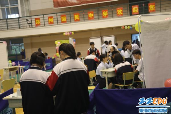 郑州回中第七届社团交流会体育馆会场