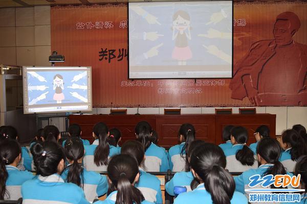 青春期健康知识讲座在二楼报告厅举行_副本