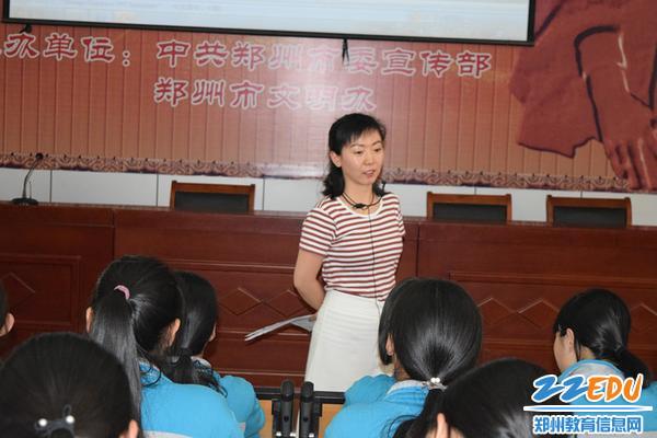 郑州三中刘茜老师为学生们讲解青春期健康知识_副本