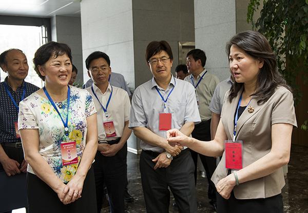 副省长霍金花一行在郑州市第11中学考点巡查