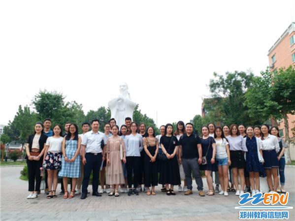 7.全体实习生在郑州市第五十八中学合影留念