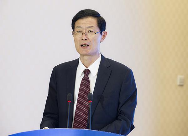 郑州市市委常委、常务副市长王跃华致辞。