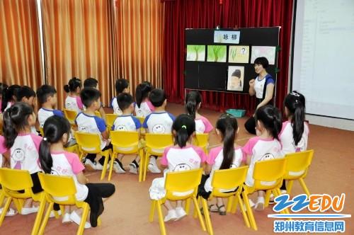 2朱格品老师组织的大班艺术《古诗吟唱——咏柳》