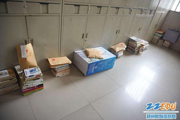 13整理好的各班书籍和信件_副本