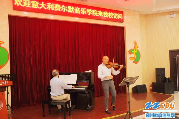 意大利费尔曼皇家学院音乐大师到郑州七中进行学术指导1