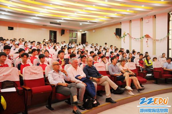 现场郑州七中管乐团的学生们2