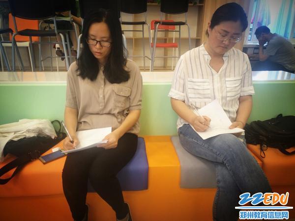郑州18中教师认真听课学习_看图王