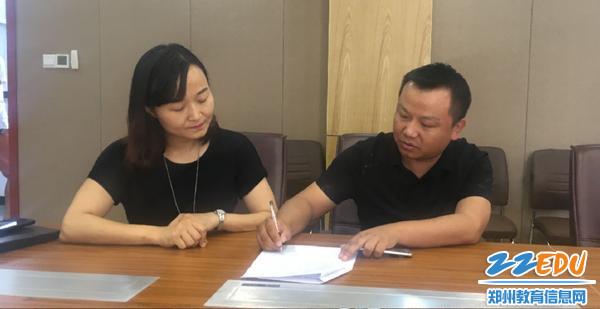 05 学校召开暑期修缮安全工作会议,并签订《暑假施工安全责任书》2