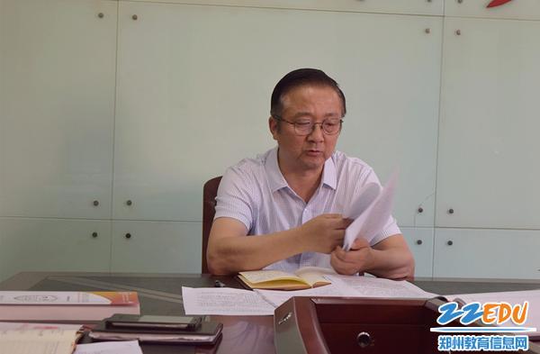 郑州三中党总支书记、校长查保翔传达市教育局安全教育会议精神_副本
