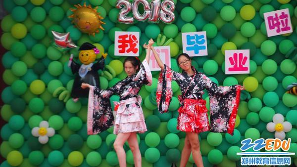学生舞蹈 (2)
