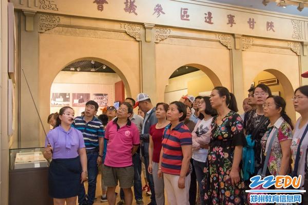 4共同参观革命纪念馆-8