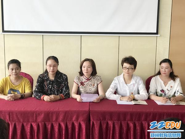 张莉书记主持全体党员参观座谈会