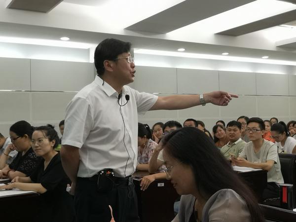 陕西师范大学硕导赵精兵老师讲课中
