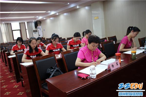 8、退休党员同志参与学习