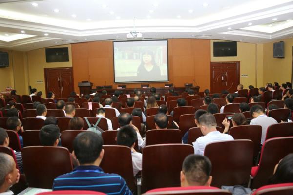 3 全体学员观看《郑州教育督导宣传片》