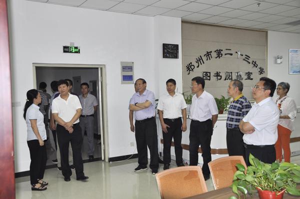 01郑州市教育局党组书记、局长王中立一行到郑州23中进行调研