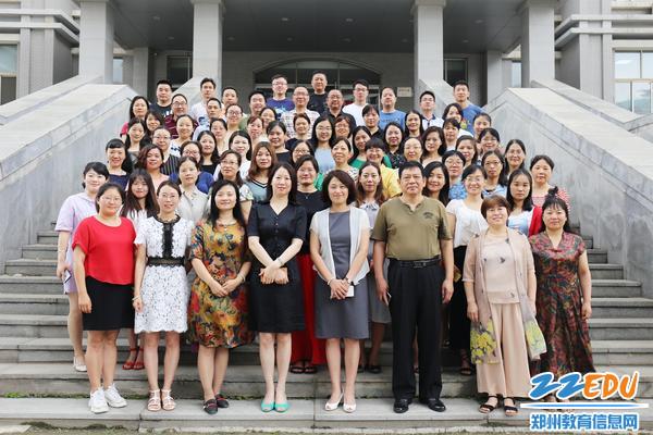 9.郑州三十四中参与培训教师团队合影留念 (2)