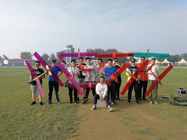 郑州八中航模队合影