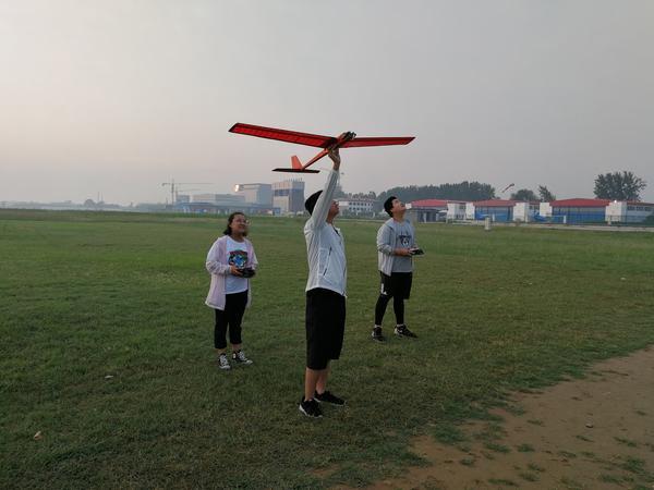 郑州八中航模队队员比赛掠影