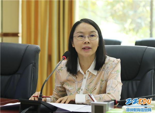 经开区教文体局戴红燕副局长宣读实施意见