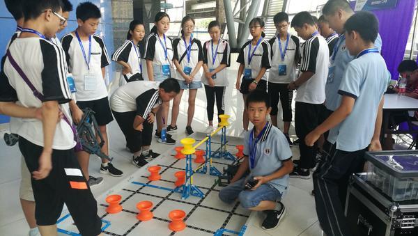 3和随机分配的联队商讨比赛战术、战略