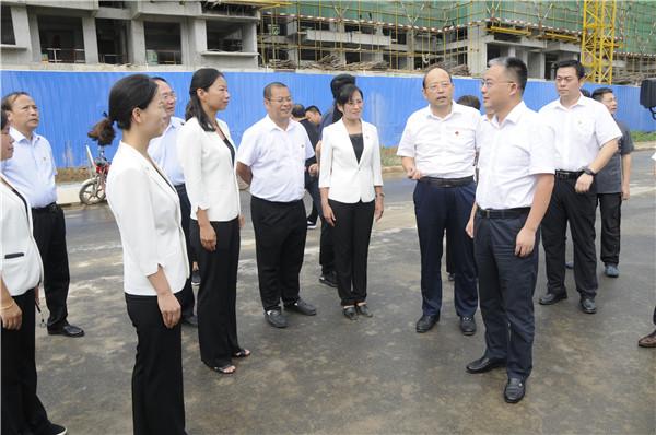 市长张红伟在政通路小学视察开学情况