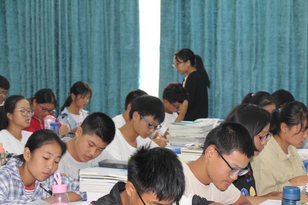 李玲老师的历史课堂