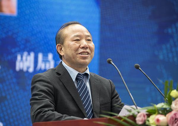 郑州市教育局党组成员、副局长曾昭传致辞。