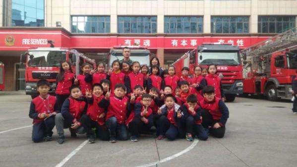 优胜路小学师生走进消防队参观学习427