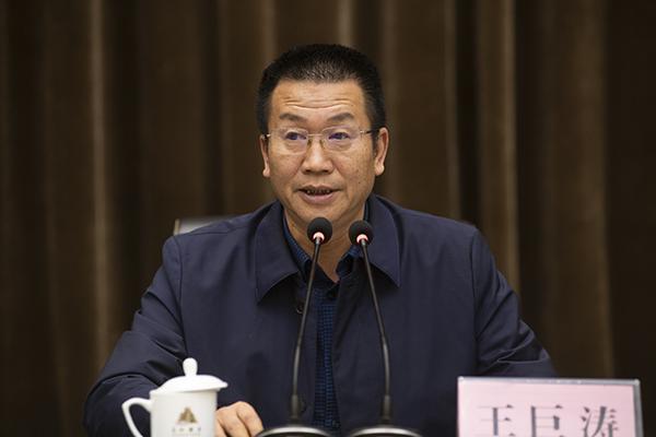 郑州市教育局党组成员、副调研员王巨涛讲话。
