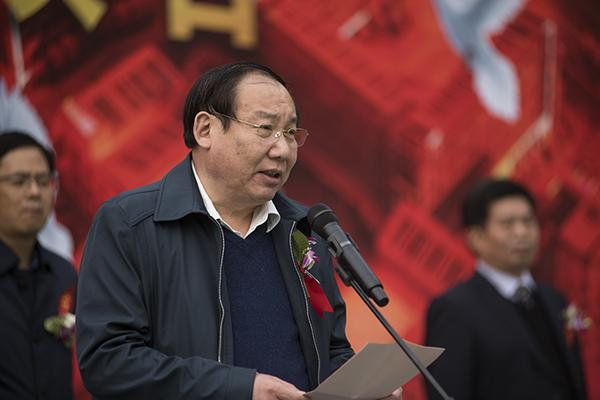 4 郑州市教育局党组成员、副局长张大龙讲话。