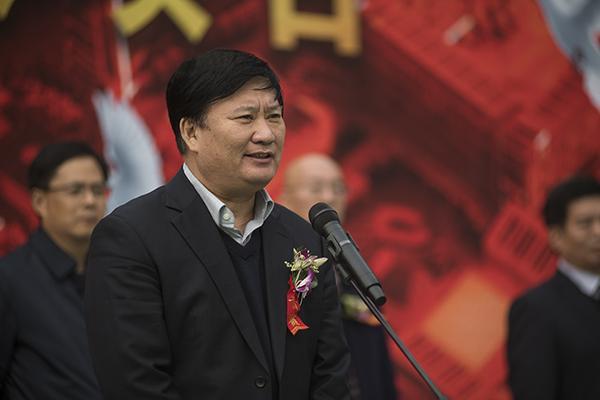 5 郑州市教育局党组书记、局长王中立宣布奠基仪式开始。