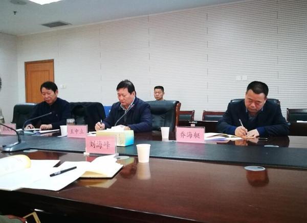 市教育局党组书记、局长王中立汇报2018年度教育局安全生产工作。