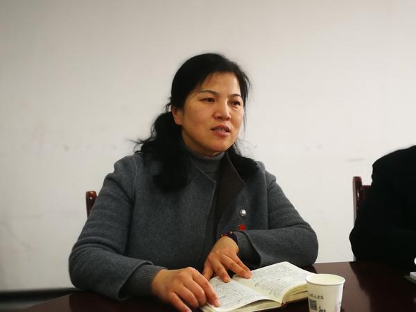 郑州18中校长段亚萍带领与会干部学习