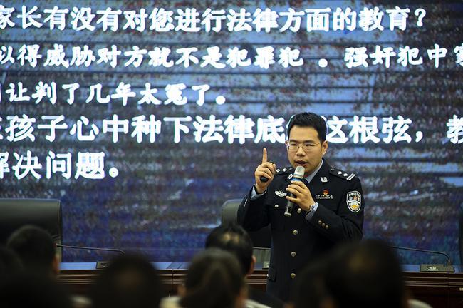 河南省郑州未成年犯管教所一院监区副监区长耿宁带来讲座《如何构建学校教育中的底线安全》